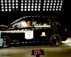 Краш-тест автомобиля Mercedes-Benz В-Class